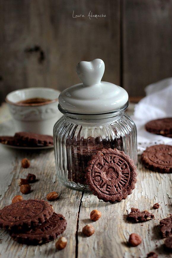 Biscuiti cu alune reteta. Mod de preparare si ingrediente biscuiti cu alune. reteta biscuiti. Biscuiti cu alune prajite si cacao. Reteta simpla biscuiti.