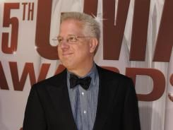 Conservative talk show host Glenn Beck has signed a five-year, $100 million contract to continue his morning radio show with syndicator Premiere Networks.