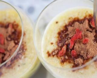 Smoothie au yaourt 0%, banane, cacao et baies de Goji  : http://www.fourchette-et-bikini.fr/recettes/recettes-minceur/smoothie-au-yaourt-0-banane-cacao-et-baies-de-goji.html