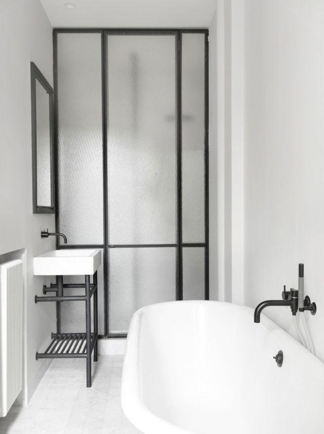 I like a fresh, clean, minimalist bathroom