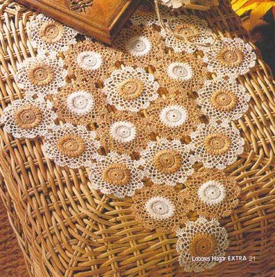 Украшаем дом и кухню: вяжем полезные вещицы для дома и кухни крючком и спицами: <br>  - вязаные салфетки и скатерти<br>  - пледы и покрывала крючком и спицами<br>  - вязаные подушки, чехлы, пуфы<br>  - ковры, коврики, дорожки крючком и спицами<br>  - вязаные коробки, мешочки, шкатулки<br>  и многое другое.