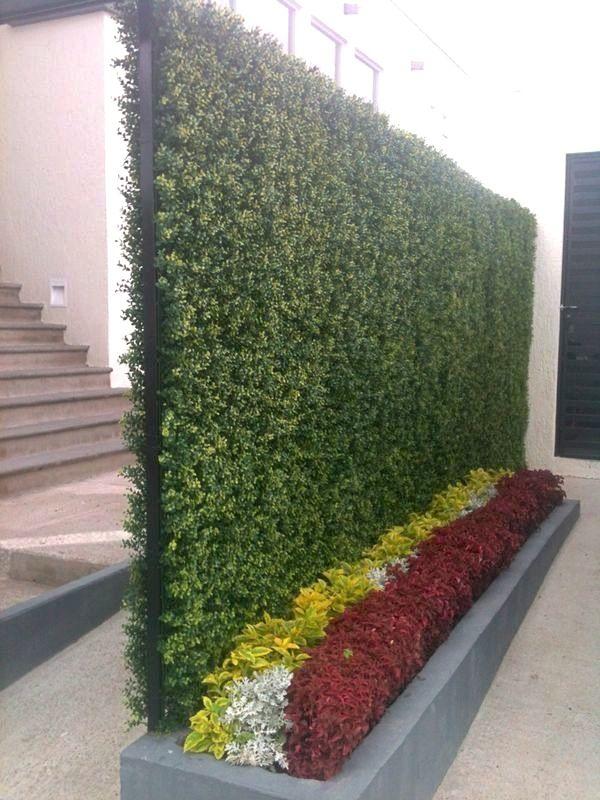 Muro verde de follaje artificial en Juriquilla, Querétaro. Descubre colores y modelos en http://beevergreen.mx/producto/