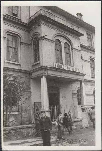 """Kadıköy Orta Okulu , nam ı diğer """" Taş Mektep """" ..."""
