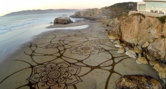 Artes Gigantes na Areia de Andres Amador