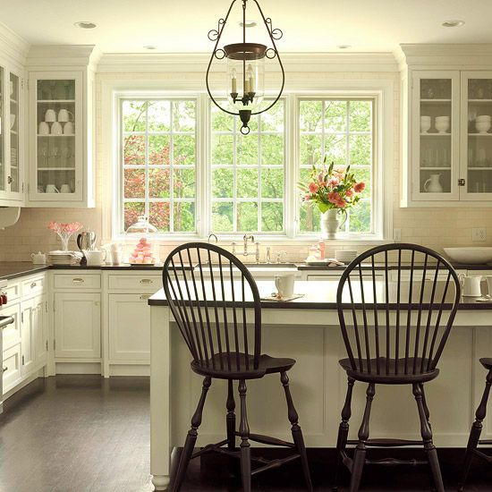 love white kitchensKitchens Windows, Dreams Kitchens, Barstools, Lights Fixtures, Big Windows, Kitchens Ideas, Bar Stools, White Cabinets, White Kitchens