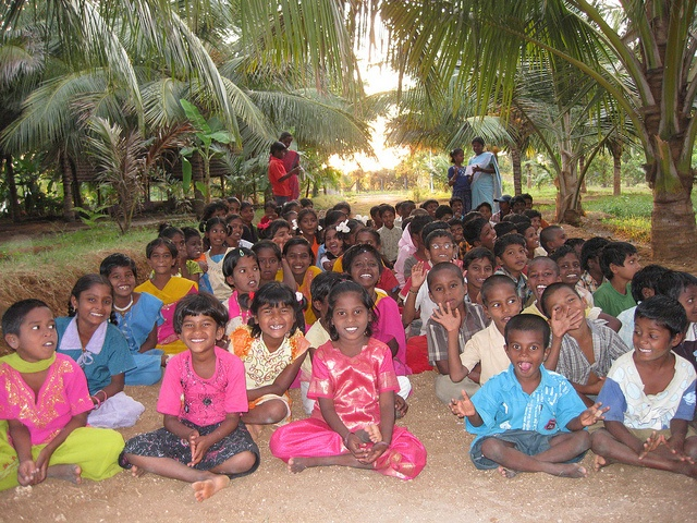 #India Ecopark.  Dit project biedt onderdak, voedsel en onderwijs voor kinderen. Maar ook de ontwikkeling van het ecologisch park staat centraal.