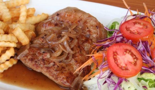 Рецепта за Свински вратни пържоли с лучен сос