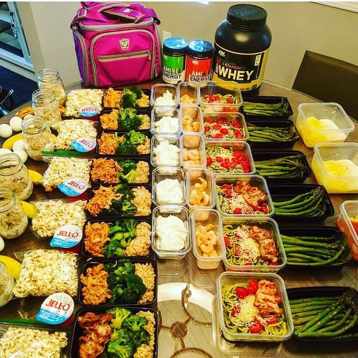 """Can't ever get enough of these massive motivational meal preps from @bbg.fitgirl  and meal prep bags from @fitmarkbags  :::::::::::::::::::::::::::::::::::::::::"""" M1: oatmeal w. half & half 3 egg whites  banana S1: boom chika pop popcorn  sugar free jello (which I won't buy again it's not so tasty) M2: brown rice w. broccoli  pulled honey mustard chicken from @fitmencook S2: optimum nutrition protein shake  plain Greek yogurt M3: zucchini noodles w. cherry tomatoes pesto parmesan  shrimp…"""