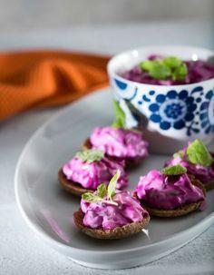 Punajuuritsatsiki | K-ruoka #kasvisruoka Punajuuritsatsiki sopii sellaisenaan leivän kanssa tarjottavaksi tai lisäkkeeksi esimerkiksi lihapullille.