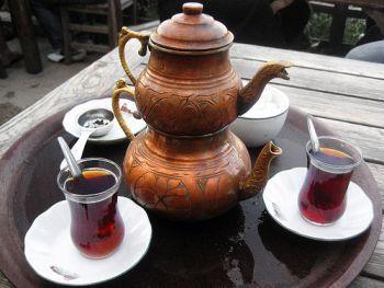 Çaydanlık (two stacked kettles) and two glasses of Turkish Tea (çay)