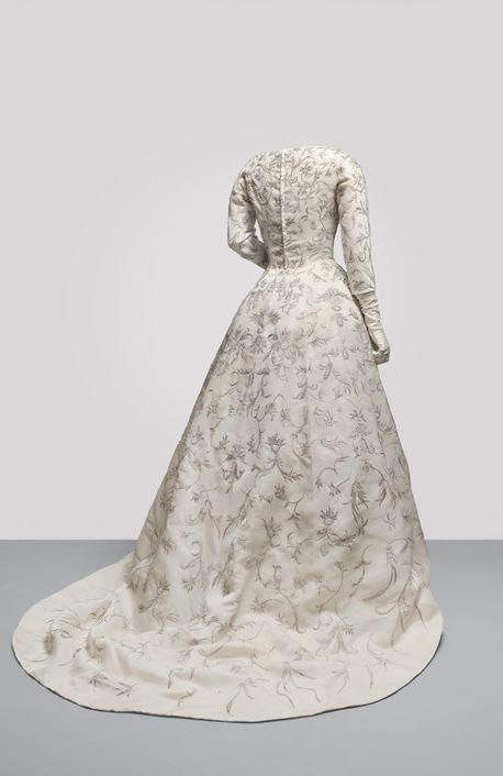 Cristobal Balenciaga, wedding dress - back - 1957 - Ivory shantung with ornate embroidery in gold metallic thread twisted around a silk core, and faux pearl sequins in floral motifs - The Cristóbal Balenciaga Museum