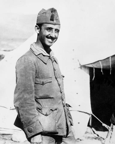 ESPAÑA - GUERRA DE ÁFRICA: El comandante Francisco Franco, jefe de la primera bandera del Tercio de Extranjeros, creado recientemente, junto a una tienda de campaña durante la Guerra de Marruecos. (Sin fecha, hacia 1920 - 21) EFE/jt
