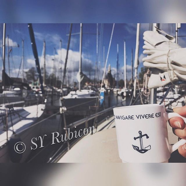 -> Link to our blog is in my bio ⛵️ #sailing#Hoorn#netherlands#haven#segelboot#sailinglife#zeilboot#tasse#segeln#anker#bluesky#blogger#wordpress#clouds#boote#segelboote#yacht#mast#followme#instasail#instagood#sailingboat