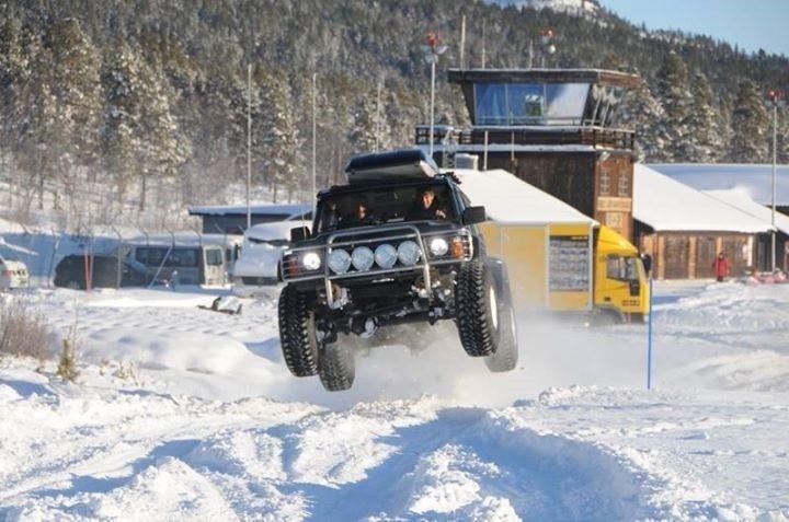 Nissan Patrol Gr Y60 jump snow