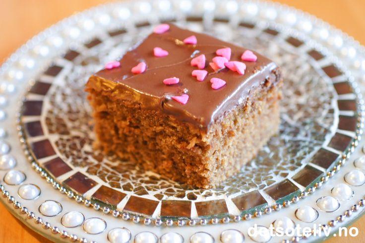 Lys sjokoladekake i langpanne med Nugatti melkesjokoladeglasur | Det søte liv