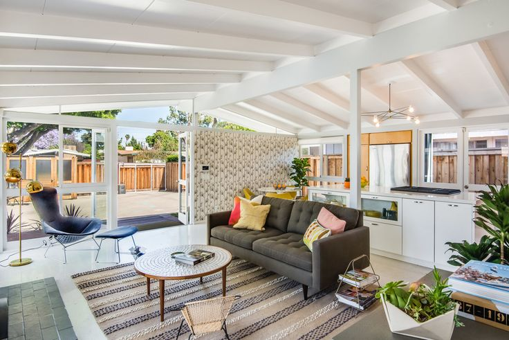Mid-century homes   The spectrum of the mid-century style in a LA home #LAhomes #midcenturyhomes #modernstyle