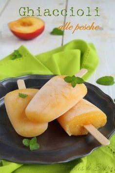 Ghiaccioli alla pesca di Luca Montersino. Facili da preparare ai vostri bambini per una merenda estiva fresca, dissetante e con tutto il gusto della frutta.