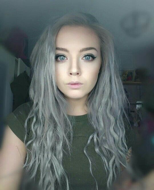 Our gorgeous customer looking fab in her Silver/Grey Cliphair Extensions  Shop your own Silver hair now. #freedeliveryworldwide #humanhairextensions