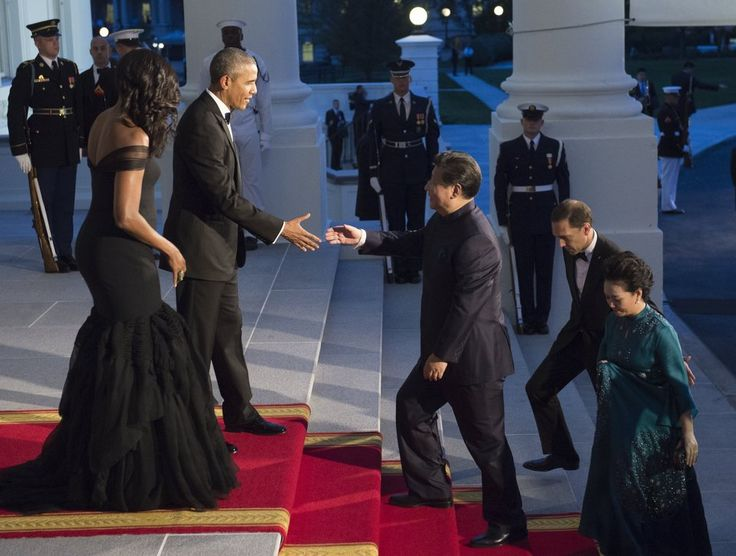 The Obamas greet Chinese President Xi and his wife Peng Liyuan.