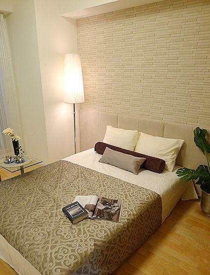B155 ベッドスローでアクセント シンプルなベッドルームに豪華なベッドスローでアクセントをつけてステキなムードに・・・。