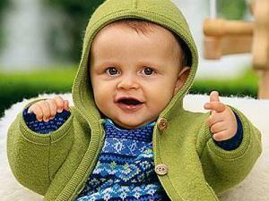 """Gut fürs Baby und gut zur Umwelt - ökologische Kleidung verzichtet während der Herstellung auf schädliche Chemikalien, die die Babyhaut reizen und Allergien auslösen können. Gleichzeitig schont """"grüne"""" Mode unseren Planeten. Wir zeigen Ihnen, wie schick Bio-Kleidung sein kann und helfen Ihnen mit Einkaufstipps weiter."""