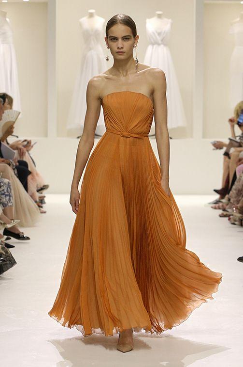 Christian Dior Autumn-Winter 2018-19 Haute Couture Show   Vintage in ... 4963ce71e499