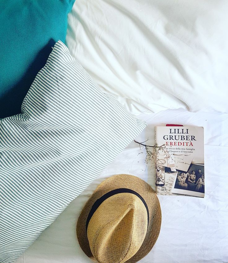 Our italian guests give us always the best photography  ideas!🇮🇹📸📙 Summer with style...🎩 Summer with stripes...😉 Summer in Angelos Apartments...🏠👀🤝 🌍 www.angelosalonissos.com #angelos_apartments #alonissos #sporades #greece #summer2017 #bedroom #guests