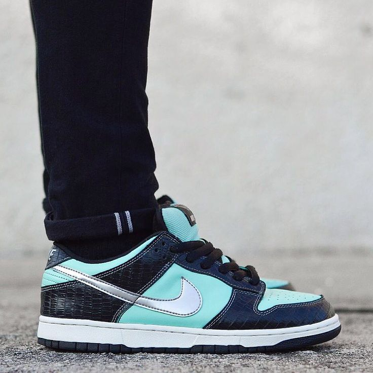 "Diamond Supply x Nike Dunk Low Premium SB ""Tiffany"""