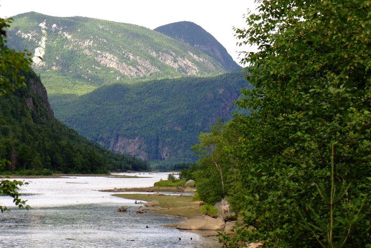 Le secteur des eaux mortes dans le parc des Hautes-Gorges-de-la-rivière-Malbaie en Charlevoix