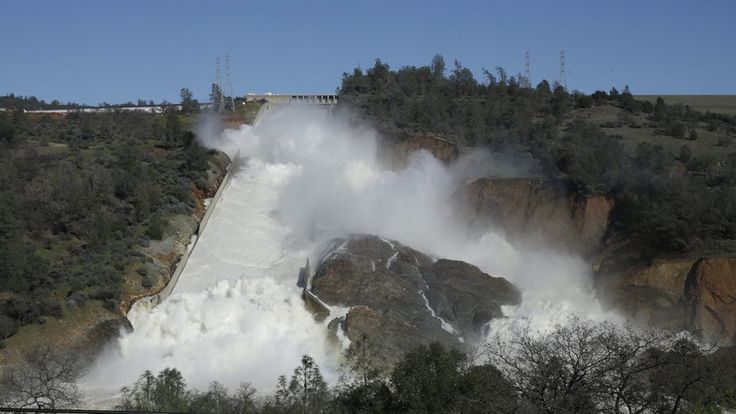 Se evacua a casi 200.000 personas ante el peligro de desbordamiento de la presa de Oroville - https://www.renovablesverdes.com/se-evacua-a-casi-200-000-personas-ante-el-peligro-de-desbordamiento-de-la-presa-de-oroville/