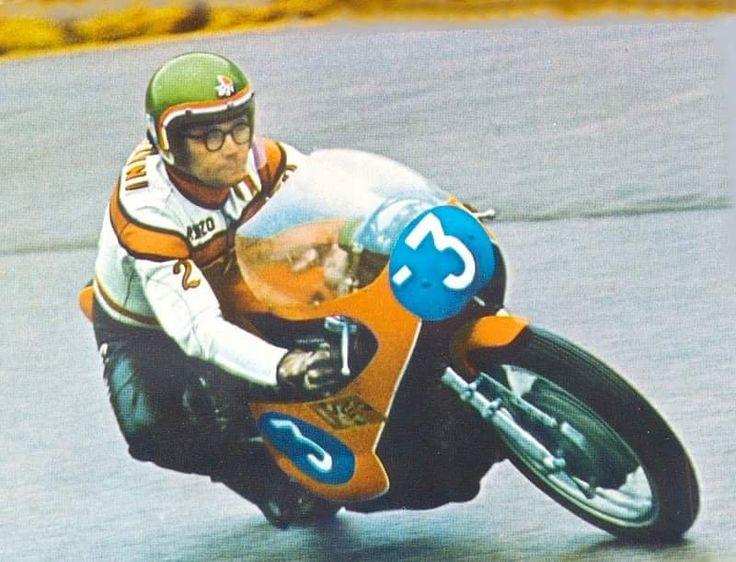 Il grande Renzo Pasolini, pilota con gli occhiali