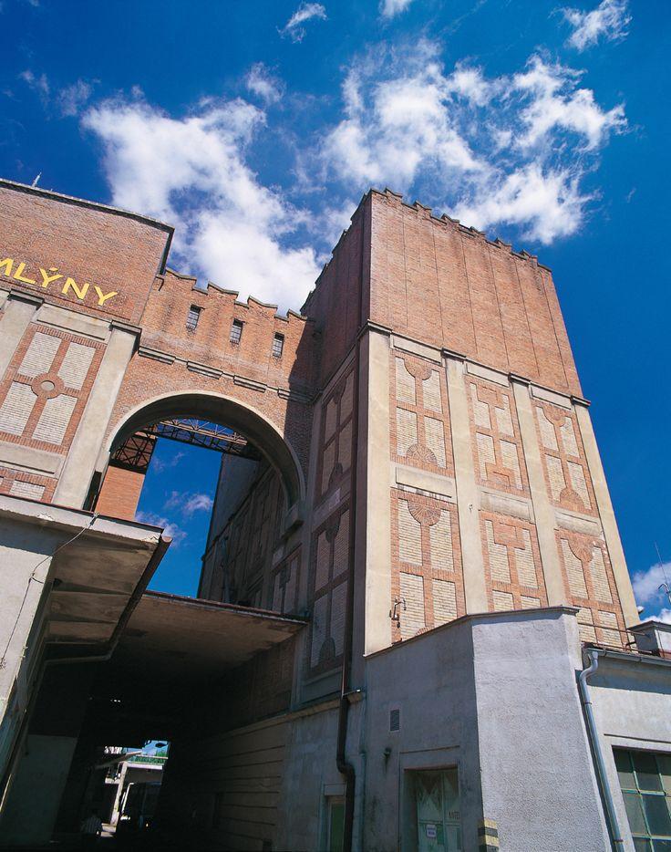 Automatické Winternitzovy mlýny ulice Mezi Mosty 436, Pardubice autor: Josef Gočár realizace: 1909 - 1911, přestavby 1919, 1922 a 1926