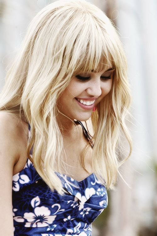 HANNAH MONTANA..this beautiful once kid-popular girl, what she did with her life makes me sad  =(