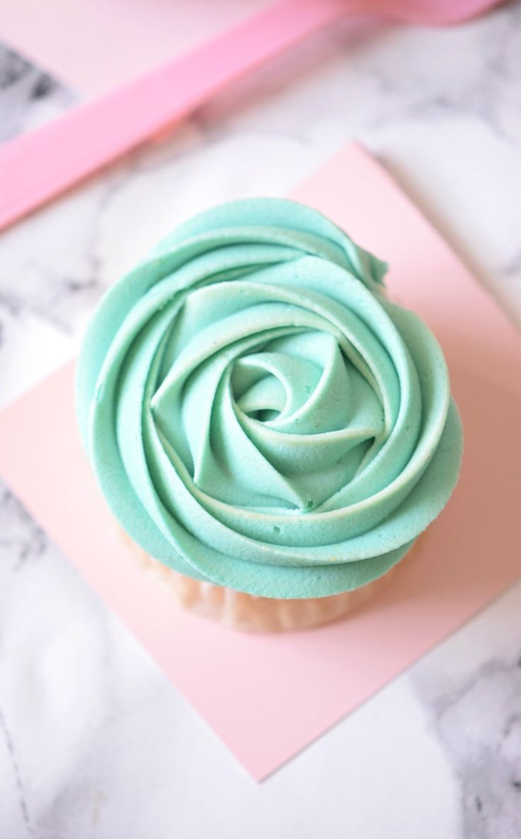 Click to make one Bowl Teal Cupcakes that look just like Mermaid Dreams!