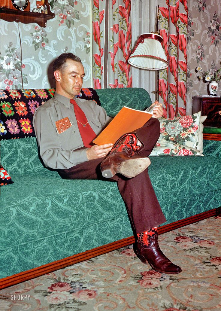 Kodachrome photo of a 1952 livingroom.