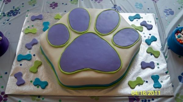 Paw print cake!