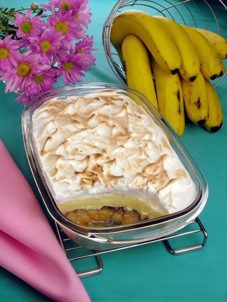 Clique e veja a receita de Doce de banana com creme e suspiro! Também veja dicas de como fazer Doce de banana com creme e suspiro com ingredientes deliciosos e se tornar um verdadeiro chef de cozinha!