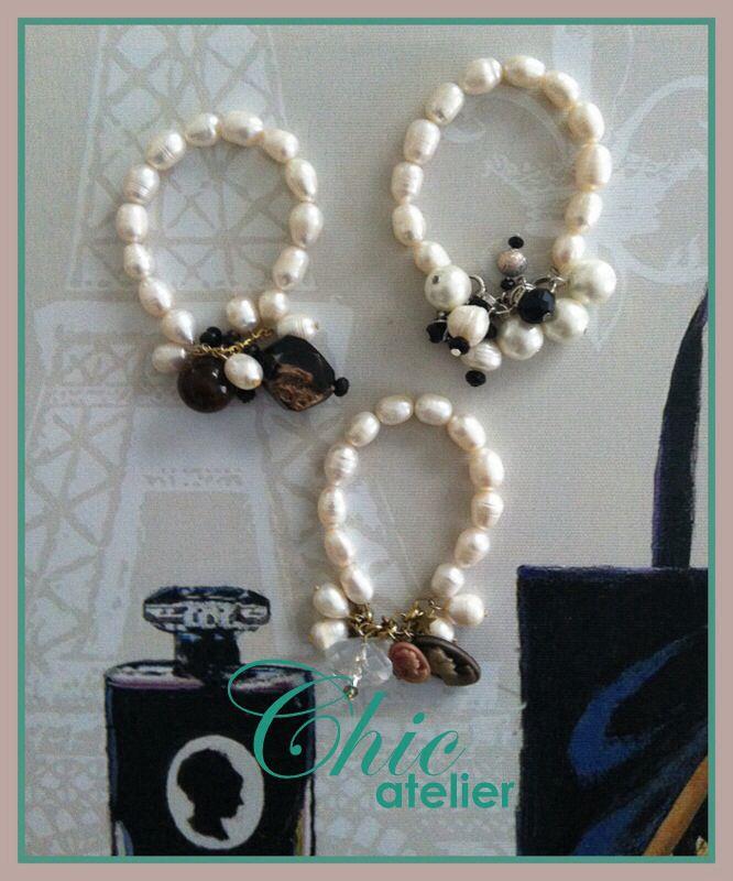 Pulseras de perlas con charms