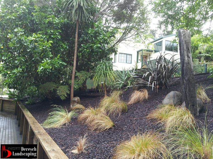 Ponga Log garden edging and mulching - design and construction by Deresch Landscaping - DL13037-01-0056