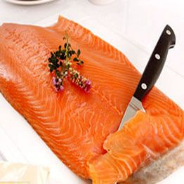Lasaña de verano con salmón y queso