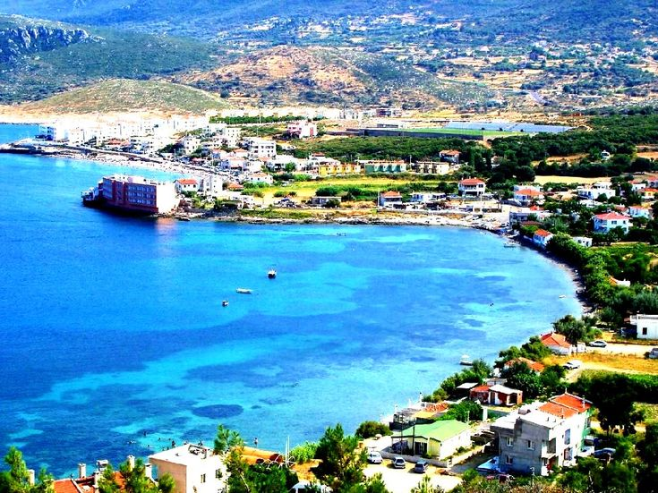 İzmir Çeşme Gezilecek Yerler; İzmir Merkez'e 88 km uzaklıkta olan, Türkiye'nin turistik açıdan en belirgin ve yaz aylarında en kalabalık ilçesi olmaktadır.