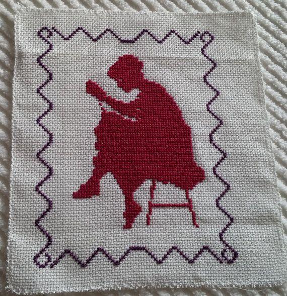 Quadretto donna che ricama Cross stitch https://www.etsy.com/it/shop/Creativaconagoefilo