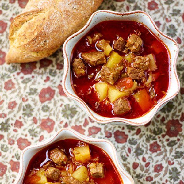 Goulash soep met paprika & aardappel recept - Jamie magazine