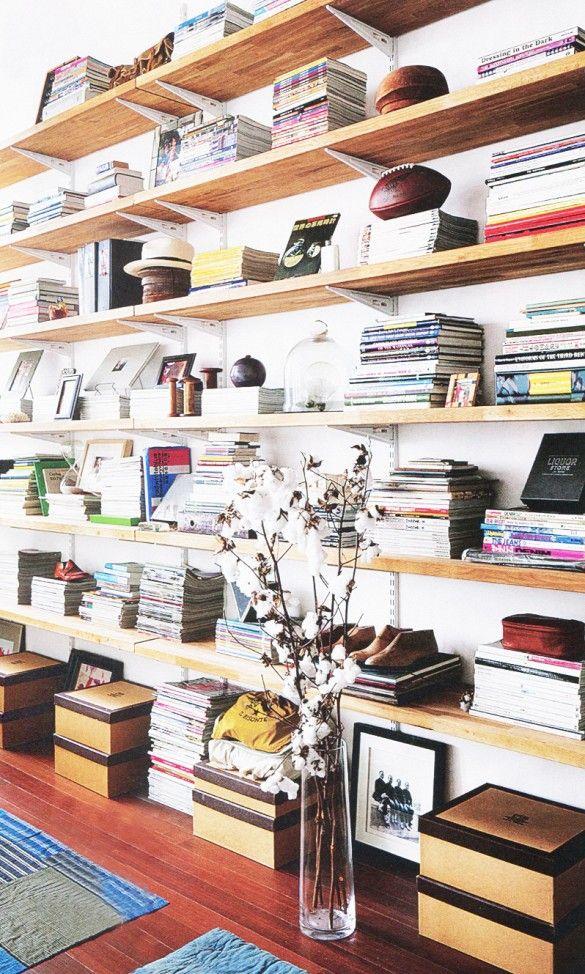 10 Organization Habits You Need to Establish Before Age 30// open shelves, bookshelf styling, magazine storage