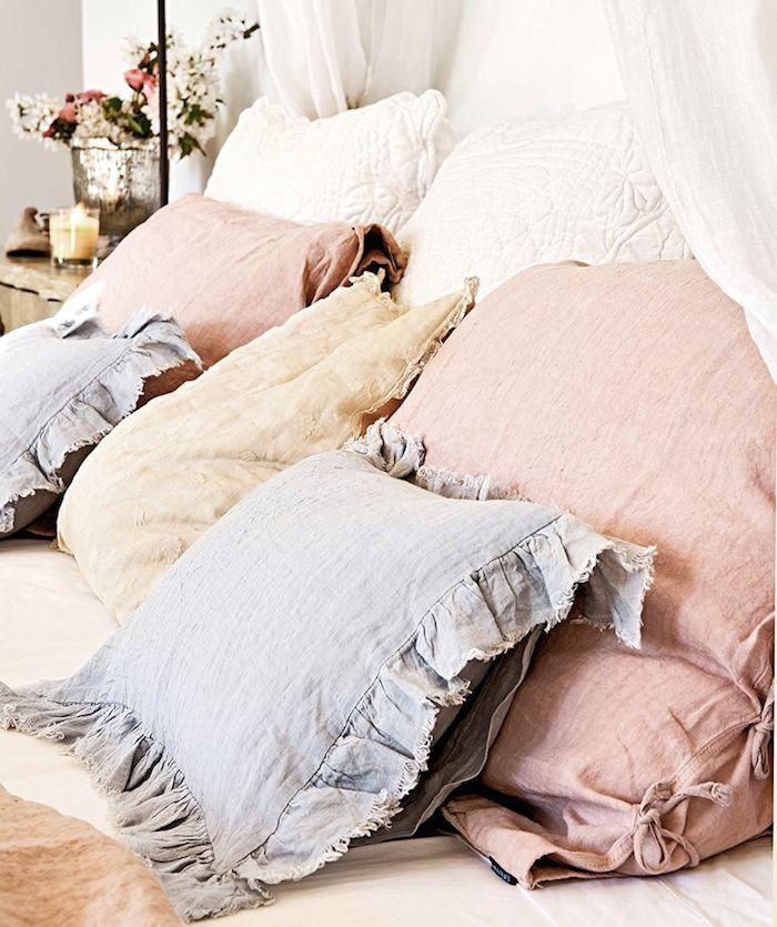 ropa de cama de colores pastel