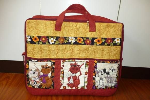 Projeto mala de viagem em patchwork, contem passo a passo e foto, esta mala pronta fica no tamanho de 49x59x19cm, da para enviar com carta registrada com custo de 6,00 R$ 20,00