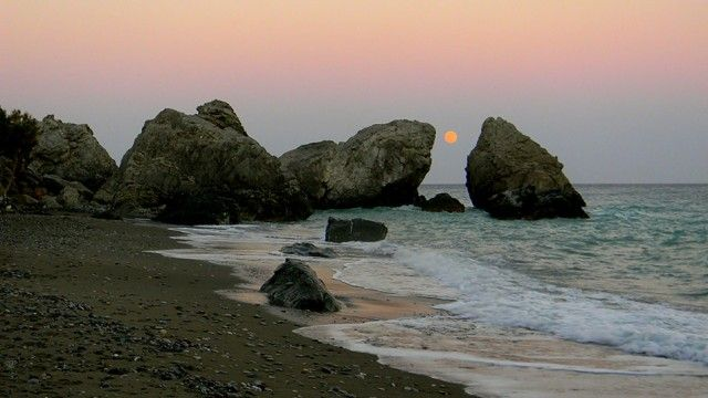 """The bandit and the full moon / """"Moon, so many secrets I've told you, and I've never heard you reveal one"""" - CRETAZINE ♥ Crete as we live it!"""