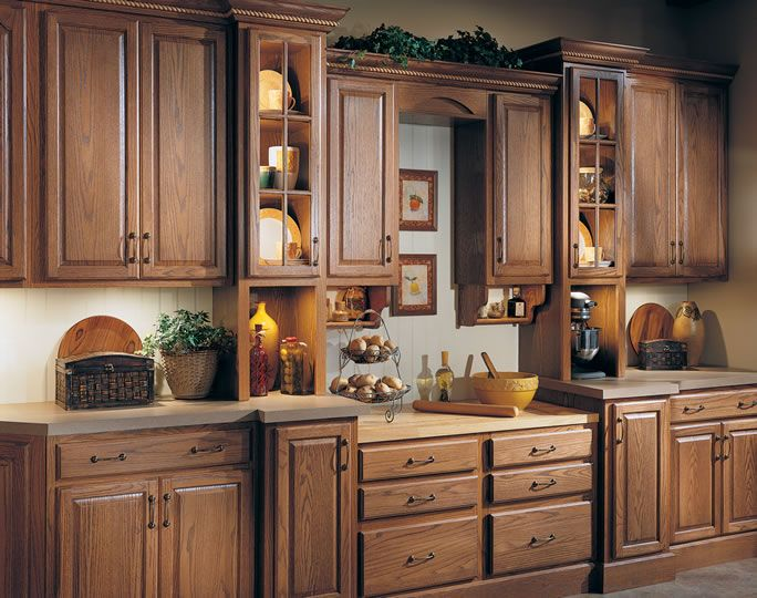 The Beauty Of Oak Cabinetry Is Showcased The Timeless Design Of The Heritage2 Door Style
