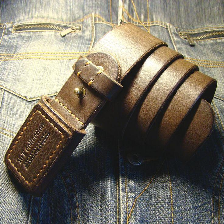 Уникальный авторский ремень в подарок для мужчины из натуральной кожи класса люкс. Оригинальный дизайн и качество кожи воплотились в этом ремне. Ремень выполнен в традициях ремней для джинсов. Кожа обработана и прошита вручную самым крепким седельным швом вощеной нитью, на кожаной пряжке вытеснено б