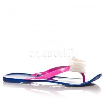 Papucii Sun – Albastru se bucura de combinatii coloristice unice, menite sa va evidentieze frumusetea picioarelor. Moderni si foarte confortabili, acesti papuci va vor insoti oriunde veti merge vara aceasta.